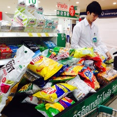 Photo taken at Tesco Lotus (เทสโก้ โลตัส) by OiEey J. on 5/20/2015