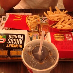 Photo taken at McDonald's by Lêka F. on 1/1/2013