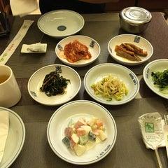 Photo taken at Auntie Kim's Korean Restaurant by Naning U. on 10/11/2015