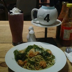 Photo taken at Plate for Me (Palette Of Flavors) by Awalia R. on 8/10/2014