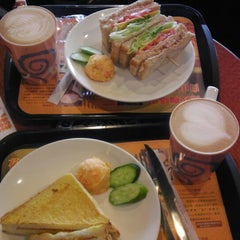 Photo taken at Mr. Brown Coffee 美麗華店 by Latte S. on 1/19/2014