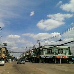 Photo taken at ตลาดสดเทศบาลเมืองปราจีนบุรี by สำนักสักยันต์ อ ต้น on 6/2/2015