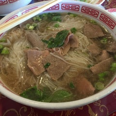 Photo taken at Pho Hoa by Kevin  I. on 11/10/2014