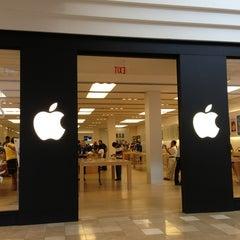 Photo taken at Apple Store, Chandler Fashion Center by Sham K. on 8/24/2013