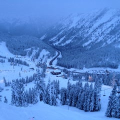 Photo taken at Foggy Goggle Bar & Grill (Stevens Pass) by Linda M. on 12/23/2012