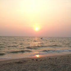 Photo taken at หาดบางแสน (Bang Saen Beach) by Ratchanee C. on 2/26/2013