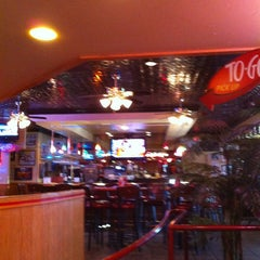 Photo taken at Red Robin Gourmet Burgers by Monica F. on 1/23/2013