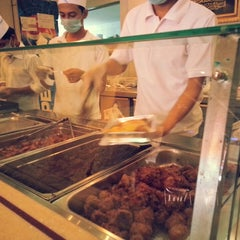 Photo taken at فادان للمأكولات الإندنوسية - fadan restaurant by Bandder A. on 9/17/2013