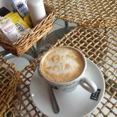 Photo taken at Café da Barra by Aurélio de oLIVEira on 10/17/2012