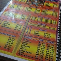 Photo taken at Restoran Al-Rafi Bistro by cecellia k. on 3/16/2013