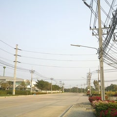 Photo taken at นิคมอุตสาหกรรมสินสาคร (Sinsakhon Printing City & Industrial Estate Thailand) by Kaname S. on 1/24/2013
