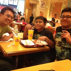 Photo taken at Wendy's by Rika D. on 1/2/2014