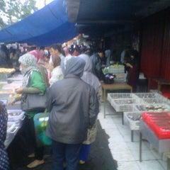 Photo taken at Pasar Kue Tradisional by Reza W. on 1/25/2013