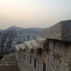 Photo taken at 낙산공원 (Naksan Park) by Mardhiah S. on 2/25/2013
