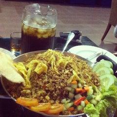 Photo taken at Surabaya Plaza Hotel by Zulkarnain M. on 1/29/2013