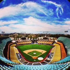 Photo taken at Dodger Stadium by onezerohero on 7/2/2013