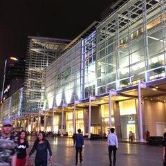 Photo taken at CentralWorld (เซ็นทรัลเวิลด์) by Pauline W. on 6/17/2013