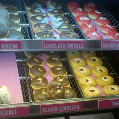 Photo taken at Dunkin Donuts by Merve Ç. on 11/12/2012