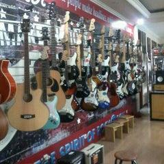 Photo taken at Toko Alat Musik NADA by Gunarto K. on 10/17/2012