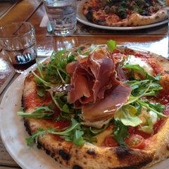 Photo taken at Pizzeria Magpie by Sofia M. on 7/10/2014