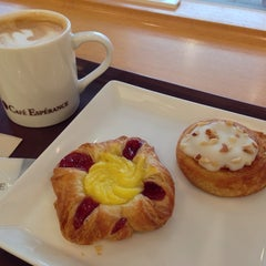 Photo taken at Cafe Esperance by Norihiko F. on 4/4/2014