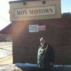 Photo taken at Mo's Midtown by Randy P. on 3/9/2013