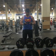 Photo taken at 24 Hour Fitness by Roberto B. on 11/1/2015