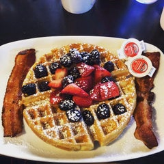 Photo taken at Willie's Bakery & Cafe by Zoë D. on 6/13/2015