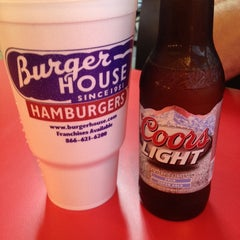 Photo taken at Burger House by Mackaylla N. on 10/30/2013