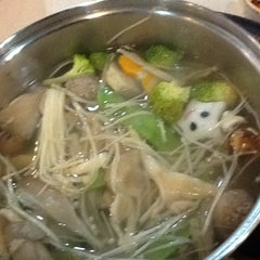 Photo taken at Kapten Steamboat & Grill by Shasha E. on 3/25/2013