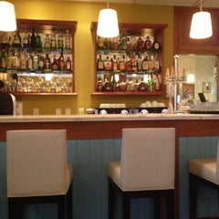 Photo taken at Le Vin Bistro e Patisserie by Luiz B. on 10/23/2012