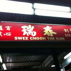 Photo taken at Swee Choon Tim Sum Restaurant 瑞春點心拉麵小籠包 by Geraldine C. on 12/30/2012
