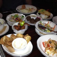 Photo taken at Michael's Genuine Food & Drink by Reed M. on 12/4/2012