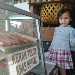 Photo taken at Mutiara Super Kitchen by Ferry R. on 9/21/2014