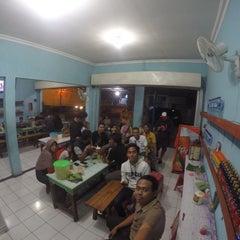 Photo taken at Depot Nasi Pecel Mirasa Bu Wo by Satria W. on 9/25/2015