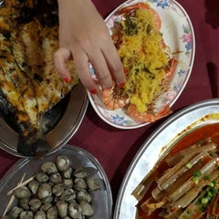 Photo taken at Pantai Jeram Restoran Ikan Bakar & Katering by Nadya Salleh on 4/24/2015