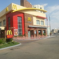 Photo taken at McDonald's   ماكدونالدز by Christine Carla L. on 10/27/2012