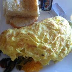 Photo taken at Gott Gourmet Café by Marietta M. on 5/25/2013