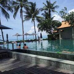Photo taken at Le Méridien Koh Samui Resort & Spa @ Pool Bar by lou d. on 8/15/2014