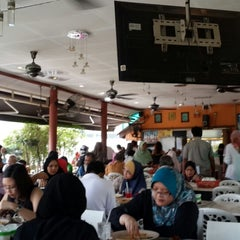 Photo taken at Restoran Sambal Hijau by Harith H. on 6/17/2013