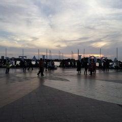 Photo taken at Anjungan Pantai Losari by Werryson W. on 1/26/2013