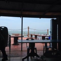 Photo taken at Beserah Seafood Restaurant by Karen A. on 5/10/2014
