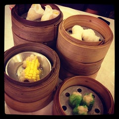 Photo taken at โชคดีติ่มซำ (Chokdee Dimsum) by Warajan J. on 11/1/2012
