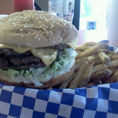 Photo taken at Lenny's Burger Shop by J.R. G. on 11/29/2012