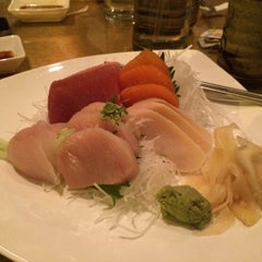 Photo taken at Hanami Restaurant by Kenyatta J. on 2/13/2015
