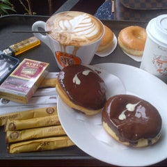 Photo taken at J.Co Donuts & Coffee by Wicaksana H. on 11/3/2014