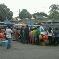 Photo taken at Pasar Malam Taman Andalas by Ellina M. on 10/9/2012