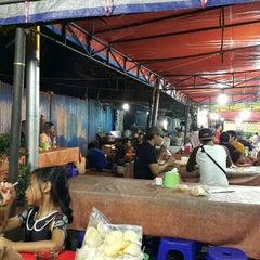 Photo taken at Pusat Jajanan Jalan Sabang by Nenty T. on 8/8/2015