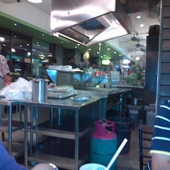 Photo taken at Restoran Haslam by Dinul A. on 11/25/2012