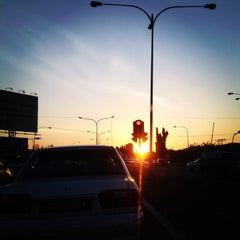 Photo taken at Traffic Light Lido Intersection by Fir€L¥nx on 2/22/2014